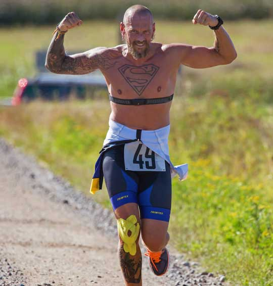 man with tattoos running a marathon